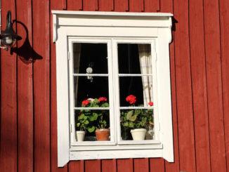 Rote Farbe für die Fassade