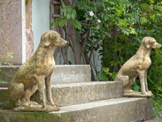 Hunde Gartenfigur