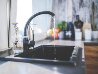 Wie kann man das Wasser im haus abstellen?