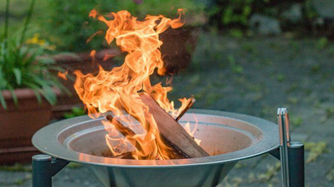 Lagerfeuer Erlaubt Im Eigenen Garten Gartenrevue De