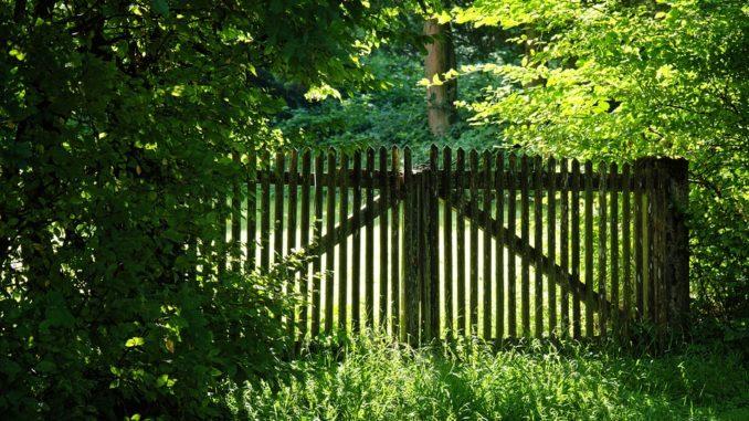 Berühmt Gartenzaun: Kosten für Zaunbau und Montage » Gartenrevue.de @YH_07