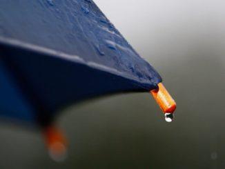 Regenketten sind bei schlechtem Regenwetter, bei dem man einen Schirm braucht, sehr beliebt