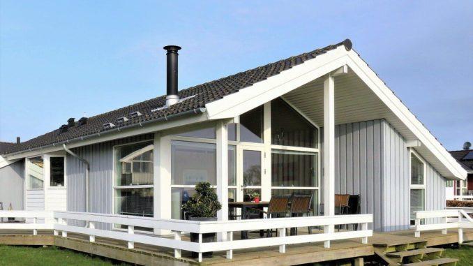 Terrasse um ein Haus mit Baugenehmigung errichtet